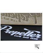 Propeller Bar mit Logo